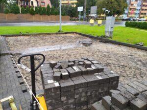 obrazek do wpisu Układanie kostki betonowej – naprawa nawierzchni na stacji paliw w Jeleniej Gorze